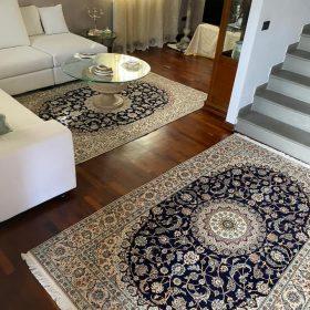 Interno casa con tappeto