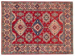 I tappeti Uzbek sono originari dell'Uzbekistan, ora realizzati in Afghanistan. Questi tappeti presentano con disegni geometrici a campo aperto, vengono annodati con lane ritorte a mano ed hanno colori accesi e ben accostati tra di loro. Dimensioni: 240x167cm.